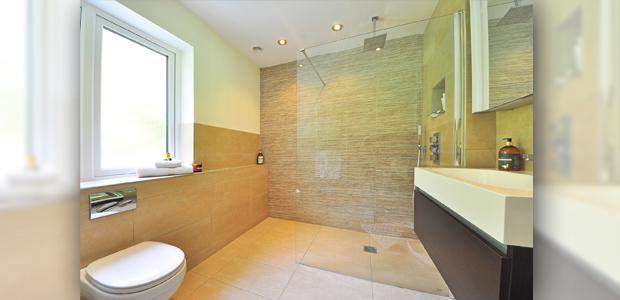 Kleine Badezimmer größer wirken lassen
